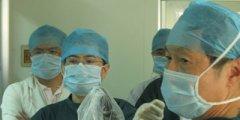刘衍民教授在保胆手术中