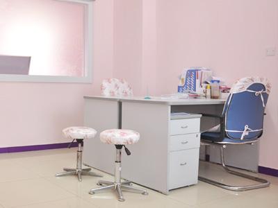 温馨私密的妇科诊室