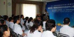 吴开俊教授给院内员工培训微创外科知识