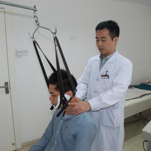 颈椎病疗法多样 龙氏整脊成热潮