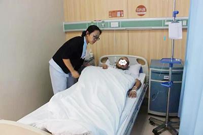 """无影灯下的""""跛脚""""医生 ——记五洲中医院大外科主任刘继学"""