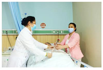 感动丨五洲中医院献礼慰问三八妇女节情暖人心